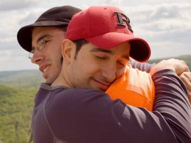 friends-hugging-4